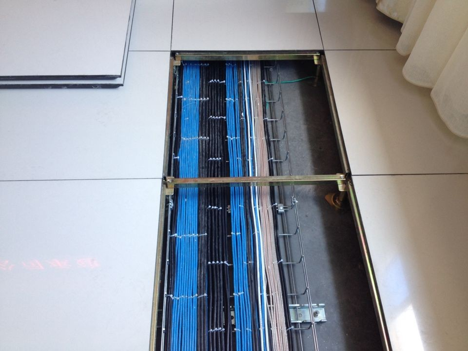 浙江省第六监狱项目-地板下安装2.jpg